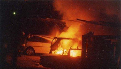 auto in fiamme2