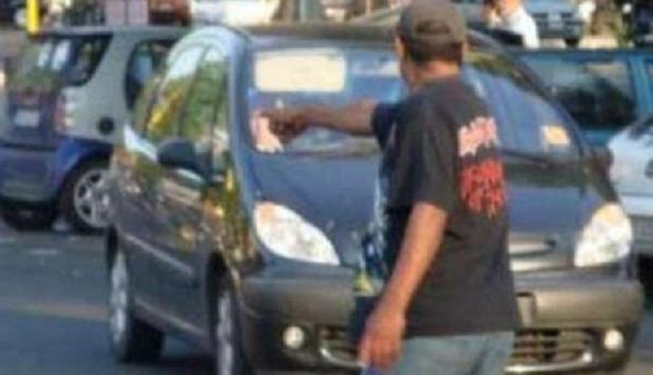 parcheggiatore abusivo