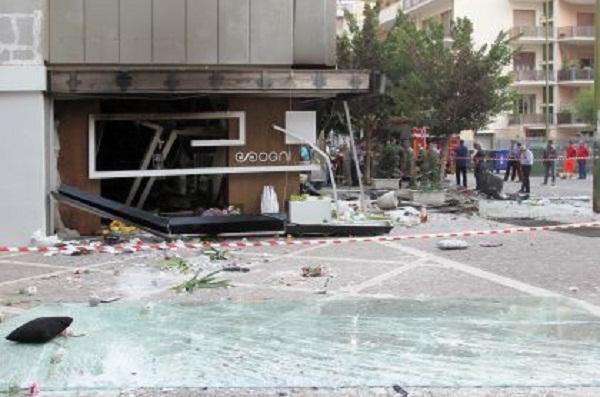 esplosione negozio 'Sogni'