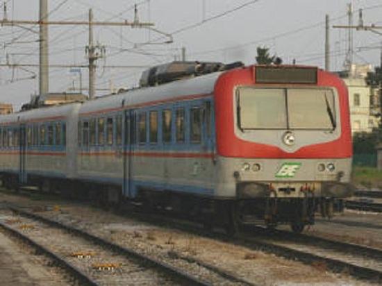 treno 'Ferrovie Sud Est'