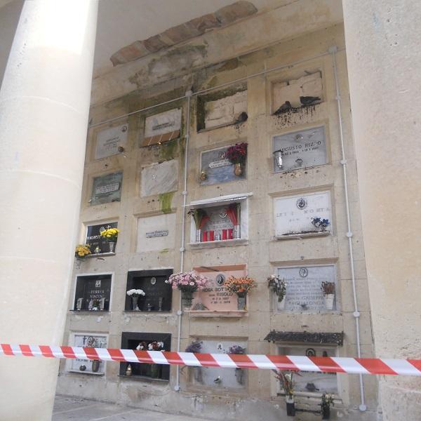 degrado al Cimitero di Lecce