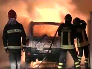 auto incendiata a Carmiano              .