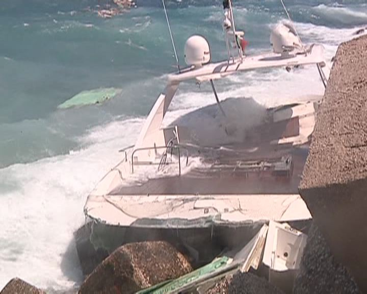 yacht-naufragio2