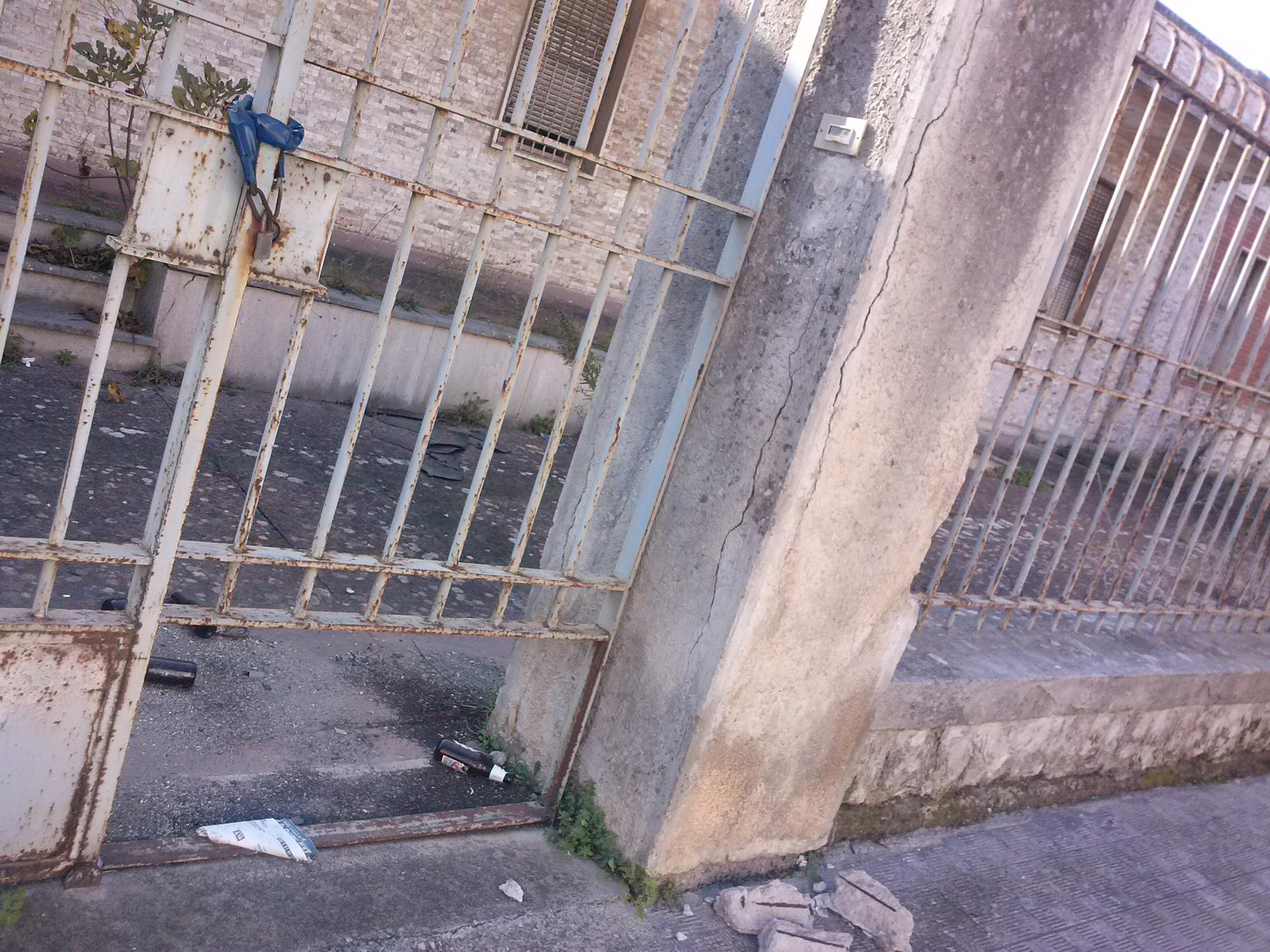 Galatina abbandonato e pericoloso l 39 ex carcere in for Galatina news cronaca