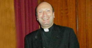 foto vescovo salentino