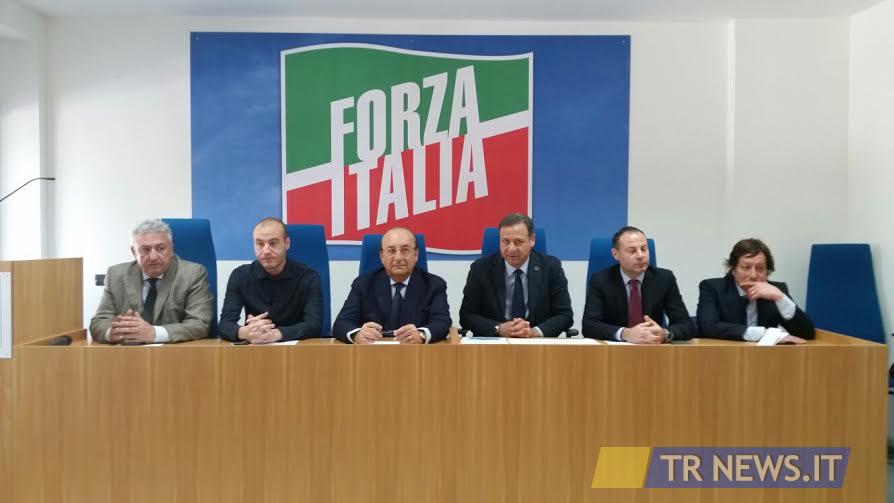 No alla chiusura della corte d 39 appello di lecce forza for Parlamentari forza italia