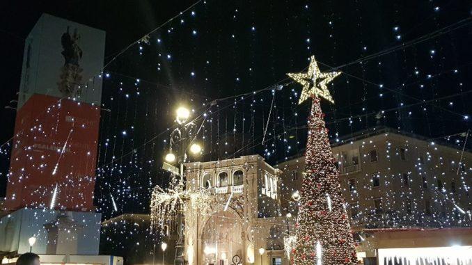 Mercatini Di Natale Lecce.Lecce Finalmente Si Accende Di Natale Telerama News