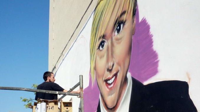 La Iena Nadia Toffa appare in un murale a Taranto